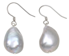 Zoetwater parel oorbellen Big Grey Dangling Baroque Pearl