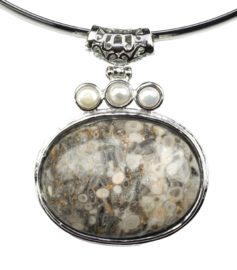 Zoetwater parelketting met edelsteen Three Pearl Grey Gemstone