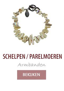 Schelpen / parelmoeren armbanden