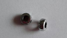 Metallook kraal,  ring, bewerkt met groot gat 8 x 3 mm