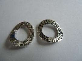 Ringen- 25 x 22 mm. oudzilverkleurig