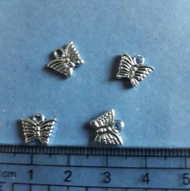 Vlinder, bedel antiek zilverkleur. 654
