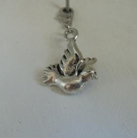 Vogel met ophangsluiting, brons of zilverkleurig