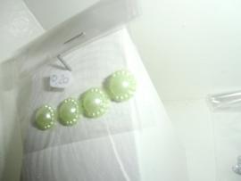 Flatback's 1,2 cm, 4 stuks in zakje voor 0,20 euro. Zachtgroen