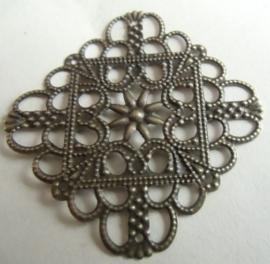 Metalen filigraan hanger/ tussenzetsel. Bronskleur.