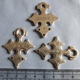 kruis Keltisch bedel antiek zilver kleurig. 265