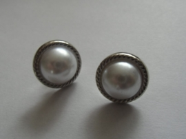 Parelmoer met ring, ca 12 mm. Creme
