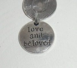 tekst Love and be loved , plat rond bewerkt