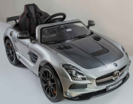 Mercedes SLS 12V metallic Zilver, Final Carbon Edition, MP4 touchscreen TV,  leder , 2.4ghz soft start (sx128sil)
