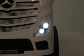 Mercedes Actros, wit, Wide screen Multimedia, 4WD, FM radio, 2x12V7ah accu, leder, RC (ActrosWT)