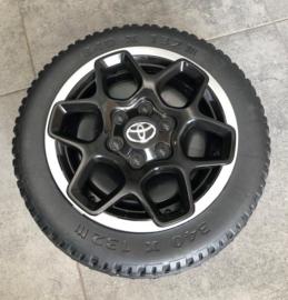 Toyota Hi-Lux zwart, BlueTooth, FM radio, 2 zitter, zwart , leder, 2.4ghz softstart,  (HL850zw)