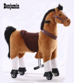 """Kids-Horse """"Benjamin""""  bruin witte bles en hoef, voor kids van 3-6 jaar.  (TB-2007S)"""