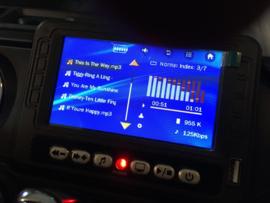 JEEP Wrangler Rubicon, wit, MP4 scherm,FM, BT, 12V, leder, 2.4ghz softstart RC (JWR555wt)