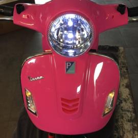 Vespa  GTS Super roze, 12V scooter, leder look zitting, softstart, Multimedia (VespaPK)