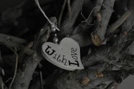 Teksthartje ongelijk ' With Love '