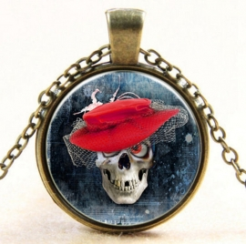 Glazen hanger met ketting doodskop met rode hoed