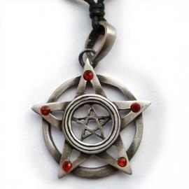 Pentagram met 5 rode steentjes