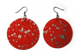 Rode ronde metalen oorbellen