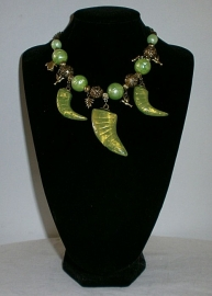 Korte ketting groene horens