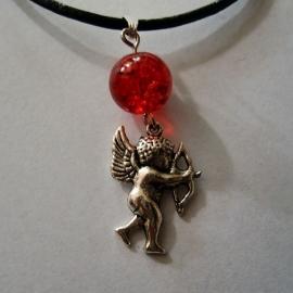 Cupido met rode kraal