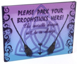 Broomsticks - wandbord van Miss Peculiar - 25 x 19 cm