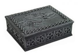 Grijze polystone doos met hart en zwaard 13 cm lang