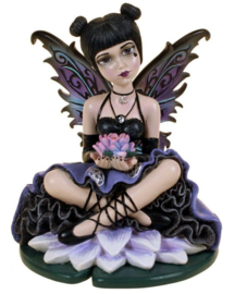 Luna - Gothic Wicca fee beeld zittend op lotus - 13 cm hoog
