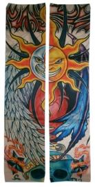 Tattoo sleeve zon, maan en doodskop