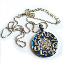 Zilveren ketting blauwe klokdessin