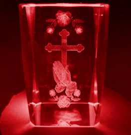 3d laserblok hand, kruis en roos - 5 x 5 x 8 cm