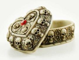Hartvormige doos met schedels en rood steen
