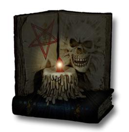 Beeld magisch boek met pentagram, doodskop en led kaars - 16 h x 19 b cm