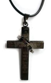 Zwart chirurgisch stalen kruis met gebed 5 cm lang 2