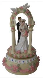 Huwelijkspaar muziekdoos 20 cm hoog