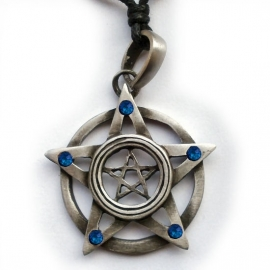 Pentagram met 5 blauwe steentjes
