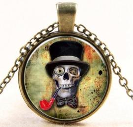 Glazen hanger met ketting doodskop met hoed en pijp