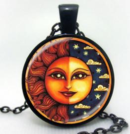 Glazen hanger met ketting Zon en Maan