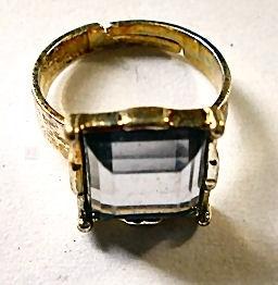 Ring goudkleurig witte steen