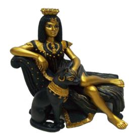 Zwart en gouden half liggende Cleopatra met Bastet - 14 cm hoog