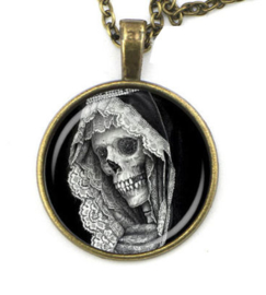 Glazen hanger met ketting Santa Muerte doodskop Day of the Dead Magere Hein 1