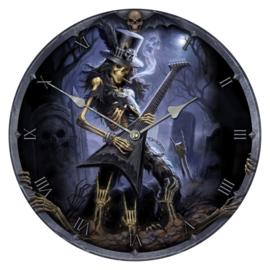 Klok - Play Dead - zombie skelet met guitar en stikkie - dessin James Ryman - 34 cm