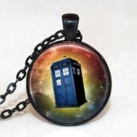 Glazen hanger met ketting Dr Who Tardis oranje bruin