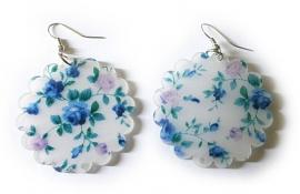Kunststoffen bloemoorbellen gerafeld rond blauw