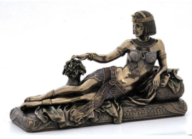 Egyptische koningin Cleopatra liggend bronskleurig Veronese Design - 24 x 10 x 14,5 cm