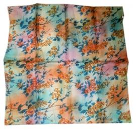 Indiase zijden sjaal met bloemetjes dessin 66 x 66 cm 2