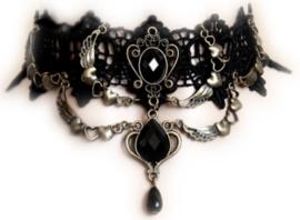 Zwarte Gothic kanten choker met zwarte cabochons en hartjes met vleugels