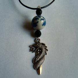 Dikke draak blauwwitte kraal