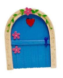 fee deurtje blauw met rood hart - 11 cm hoog