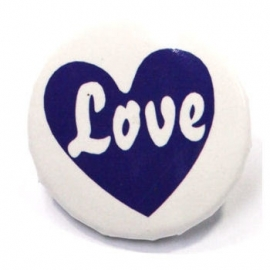 Retro button Love 1