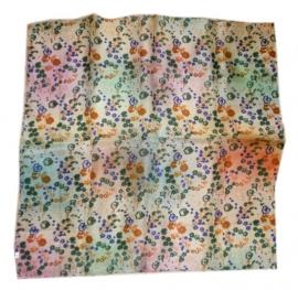 Indiase zijden sjaal met bloemetjes dessin 66 x 66 cm 7